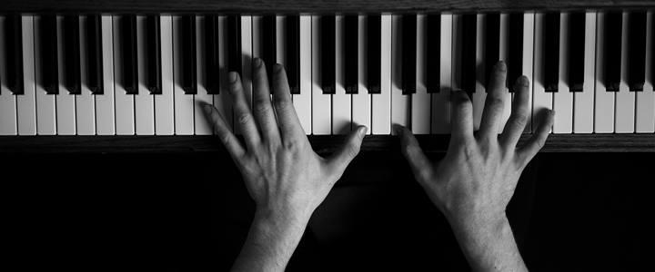 Pianoforte con mani pianista