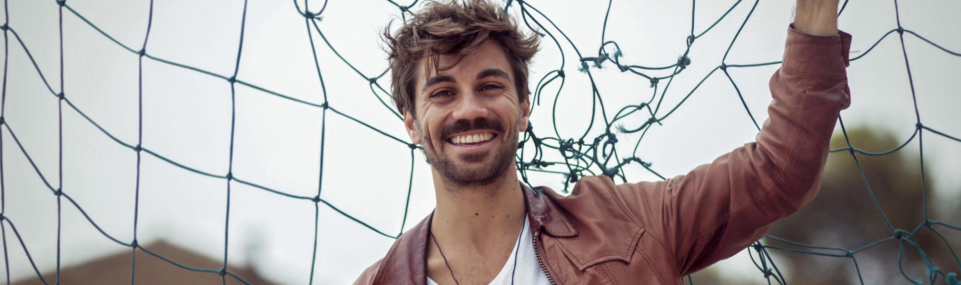 Alessio Bondì live: open act Joseph Foll